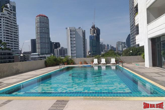 Main Photo of a 3 bedroom  Condo for sale